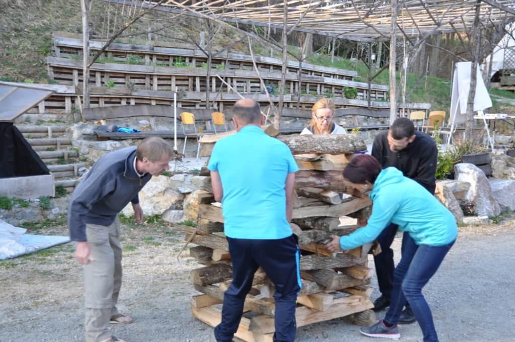 Holzstapel Feuerlauf