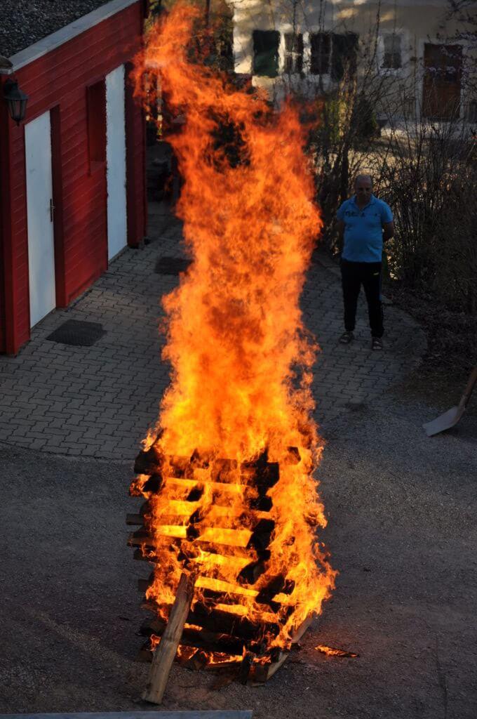 brennender Holzstapel