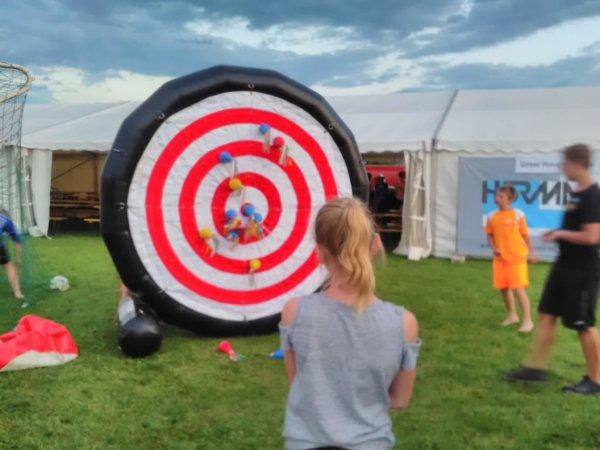 Spiel mit aufblasbarer Zielscheibe