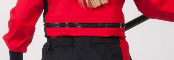 STANDOUT Drysuit Rot für Frauen gemodelt von Frau