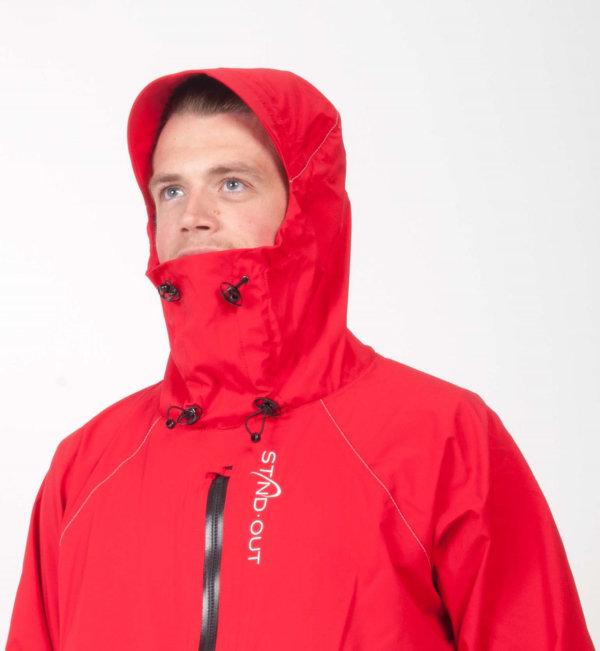 STANDOUT Drysuit Rot für Männer gemodelt von Mann