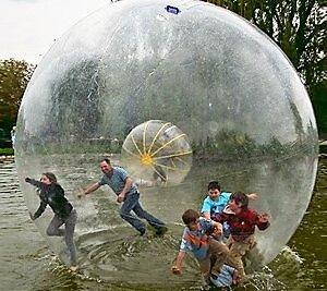 Pure Action innerhalb eines Water Walking Balls