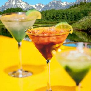 Cocktail trinken auf dem Grill & Chill iLand auf der Mur in Graz