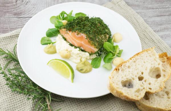 Luxus Frühstück mit Lachs und Sekt auf der Mur